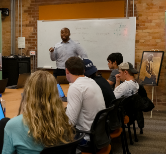 Lamonte Aidoo teaching in the From Slavery to Freedom Lab. Photo by Jennifer R. Zhou.