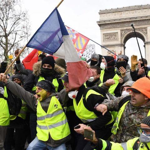 arc de triomphe protest