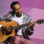 photo of Belo playing guitar
